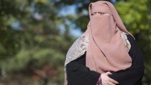 هل سيصبح النقاب غير محظور فى كندا بعد فيروس كوفيد 19