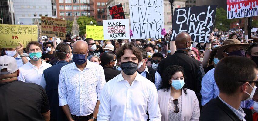 رئيس الوزراء الكندي يشارك في مظاهرة ضد العنصرية