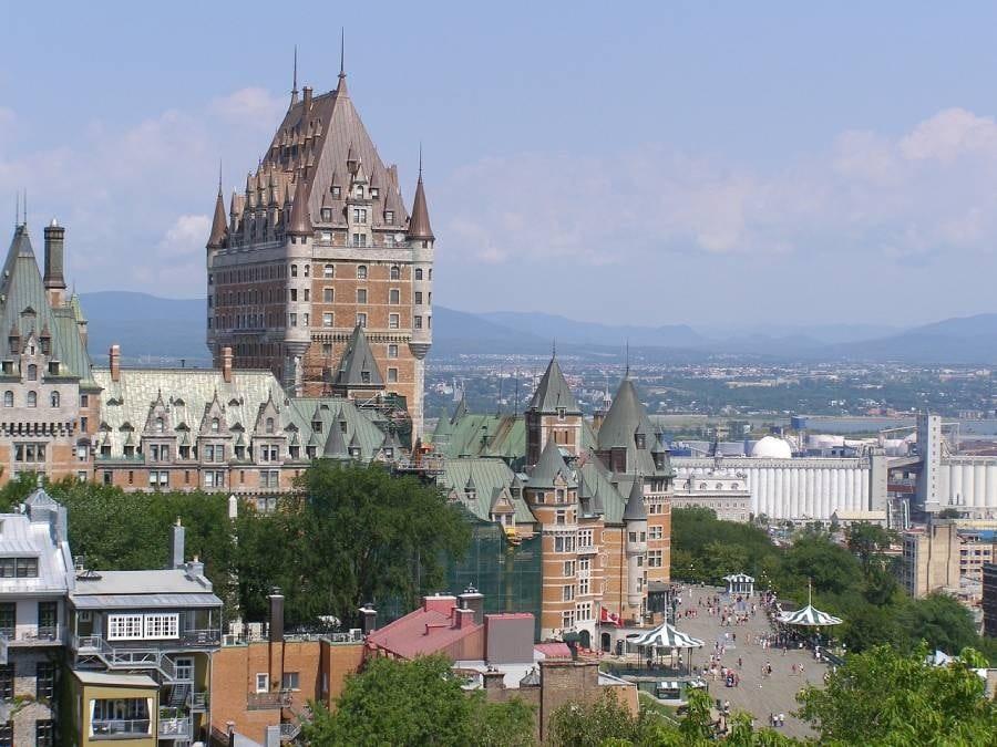 مونتريال و مقاطعة كيبيك تعيد فتح هذه الخدمات و الأعمال
