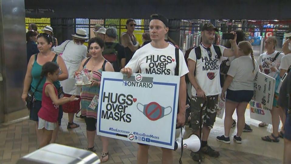 احتجاجات داخل النقل العام TTC ضد قرار لبس أقنعة الوجه