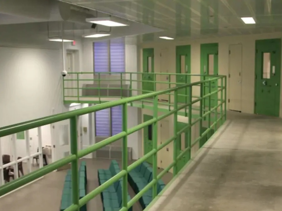 ارتفاع معدل الإصابات بفيروس كورونا داخل السجون الكندية