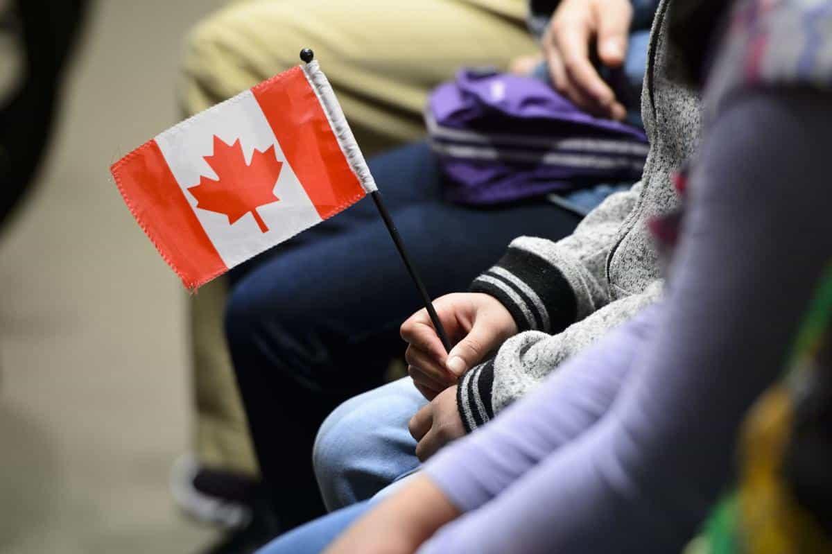 الحكومة الكندية تقوم بتسهيل نقل الجنسية للمولودين خارج كندا