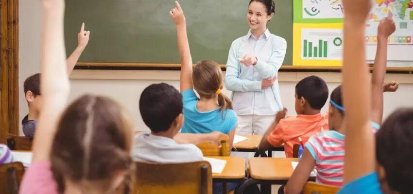 المدرسين المهاجرين إلى كندا | الأجور ومميزات العمل