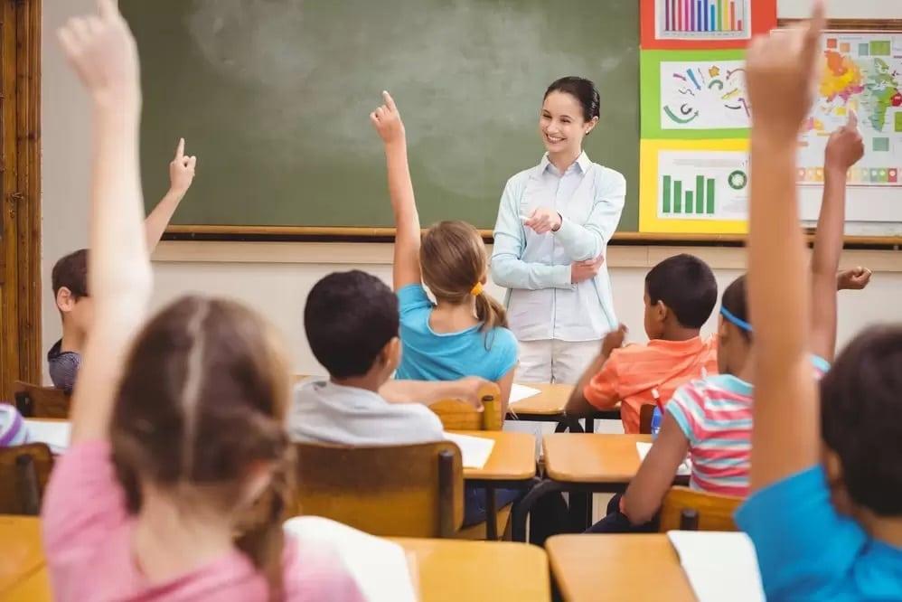 المدرسين المهاجرين إلى كندا  الأجور ومميزات العمل