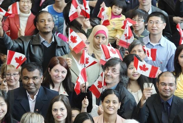 المهاجرين يحققون نتائج أعلى في سوق العمل عن المولودين في كندا