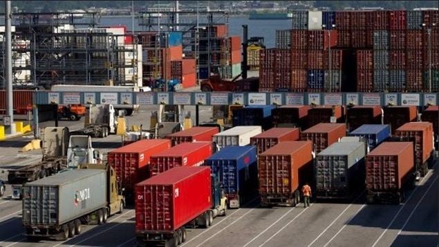 انخفاض عجز الميزان التجارى الكندى إلى أقل من الربع