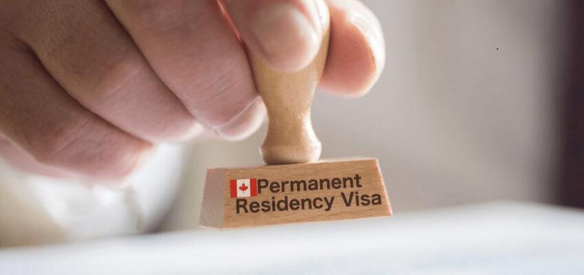 بطاقة الإقامة الدائمة PR و حقوق المقيم الدائم في كندا