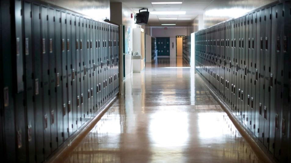 تخوف الآباء فى أونتاريو من رجوع اطفالهم الى المدارس في سبتمبر