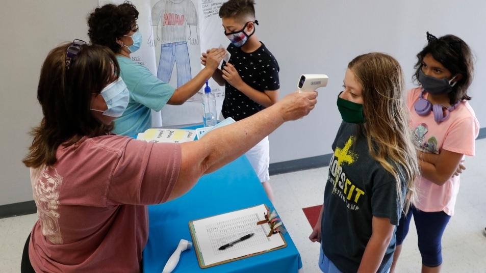 دراسة توضح أن الأطفال فوق عشرة سنوات ينقلون فيروس كورونا مثل البالغين