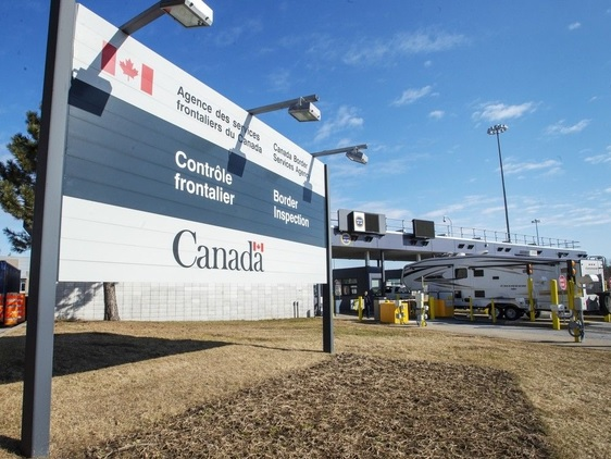 غالبية السكان في اونتاريو وكيبيك يرغبون في بقاء الحدود الكندية الأمريكية مغلقة