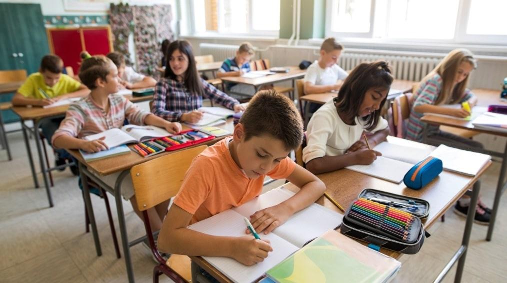 قلق و رأى الآباء في أونتاريو من الخطة الموضوعة لعودة الدراسة