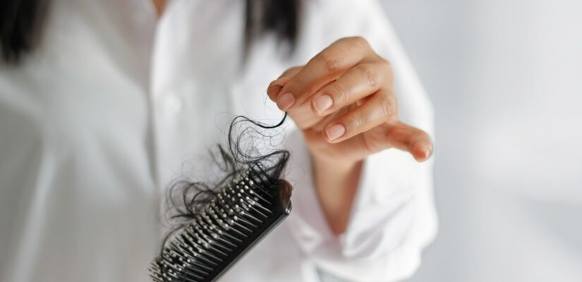 أبلغ مرضى كورونا عن تساقط الشعر بشكل كبير بعد أشهر من التشخيص