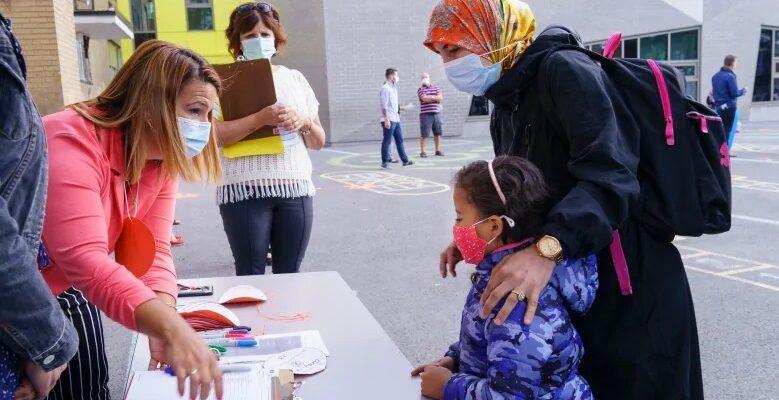 أخبار عودة المدارس فى كيبيك و ذهاب آلاف الطلاب إلى المدارس اليوم