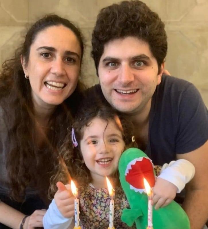 ألكسندرا مع والديها