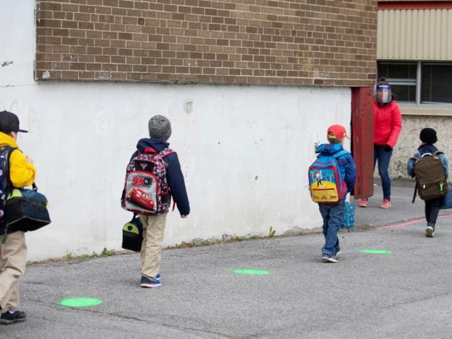 أولياء الأمور فى كيبيك يرفعون دعوى ضد خطة فتح المدارس