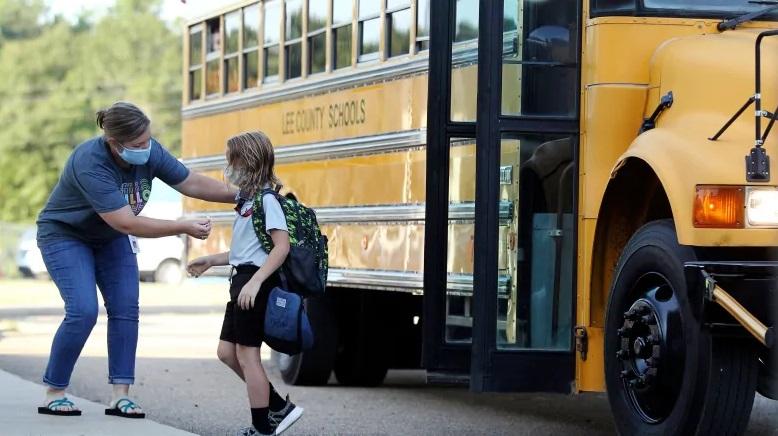 الآباء فى كيبيك يطعنون ضد سياسة العودة إلى المدرسة بسبب تقييد الاستثناءات