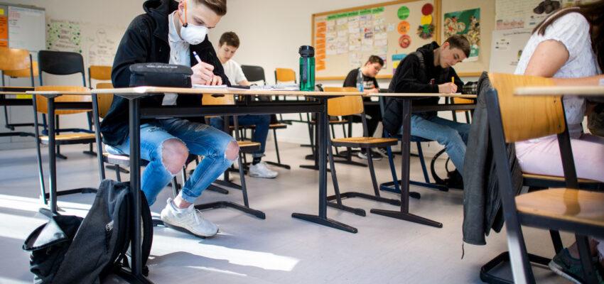 الكنديون و الأمريكيون مختلفون بشأن رجوع الطلاب الى المدارس