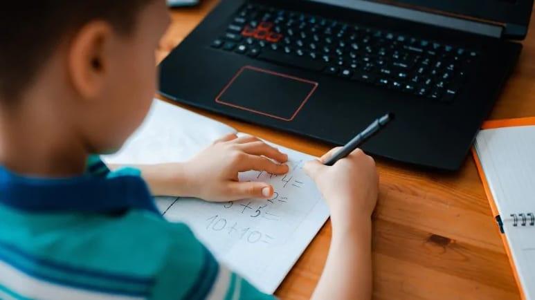 تورونتو تعلن عن خطة جديدة لنظام التعليم عن بعد فى كندا