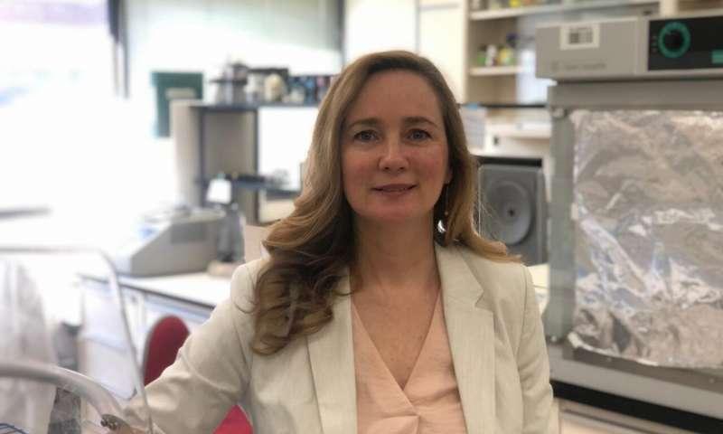 جوان لوميو (Joanne Lemieux)أستاذة الكيمياء الحيوية في جامعة ألبرتا