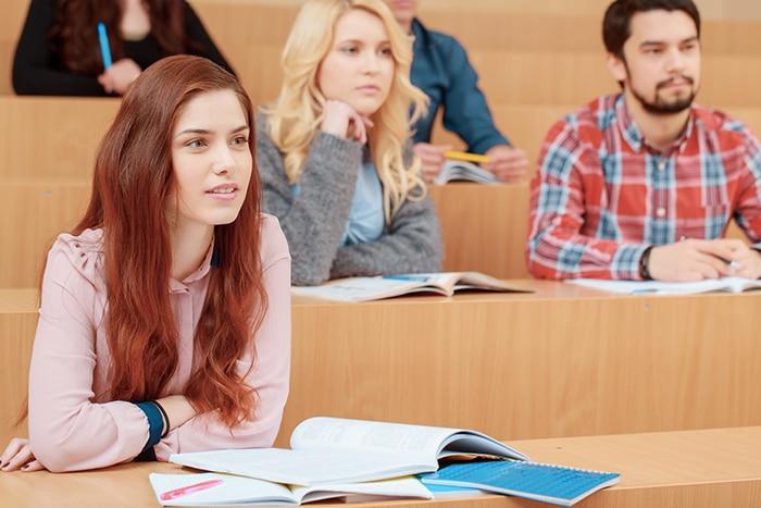 رسوم الجامعات الكندية العامة والخاصة