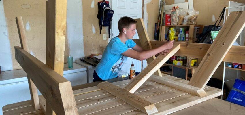 شاب صغير لم يستطيع إيجاد وظيفة فقرر بداية مشروعه الخاص فى كندا