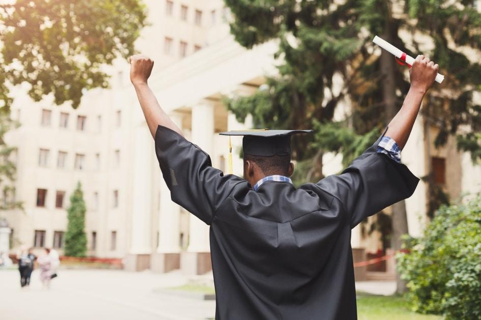 كندا تصرح عن إجراءات جديدة للعمل بعد التخرج للطلاب الأجانب