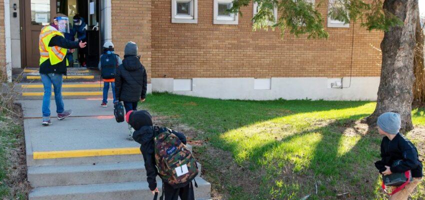 وزير التعليم فى مقاطعة كيبيك يصرح عن خطة الرجوع الى المدارس