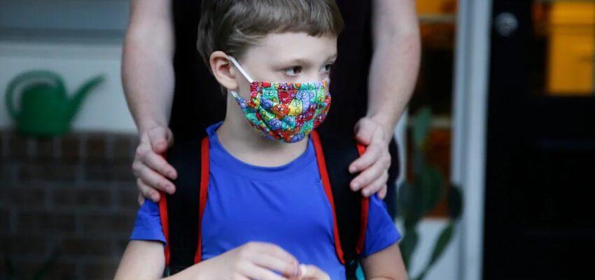 ينصح أطباء الصحة فى أوتاوا عند سيلان الأنف بعدم ذهاب الأطفال إلى المدرسة