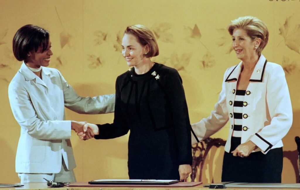 ألين كريتيان زوجة رئيس الوزراء السابق جان كريتيان