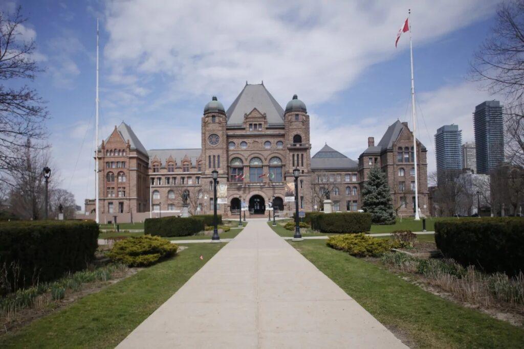 تأخر الدراسة عن بعد فى أونتاريو مع إرتفاع حالات كوفيد-19