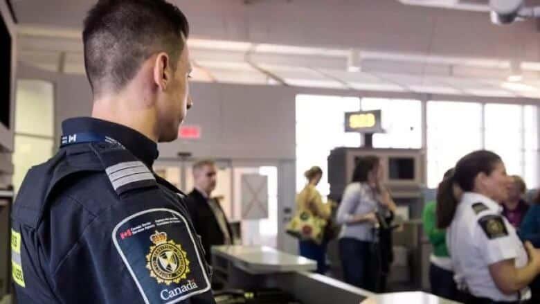 تفاصيل جديدة حول كيفية جمع معلومات المسافرين على الحدود الكندية