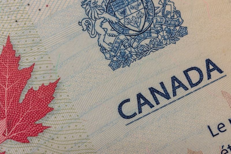 دعوات لحل مشكلة تأخير رعاية الزوج فى كندا ولم شمل الأسرة