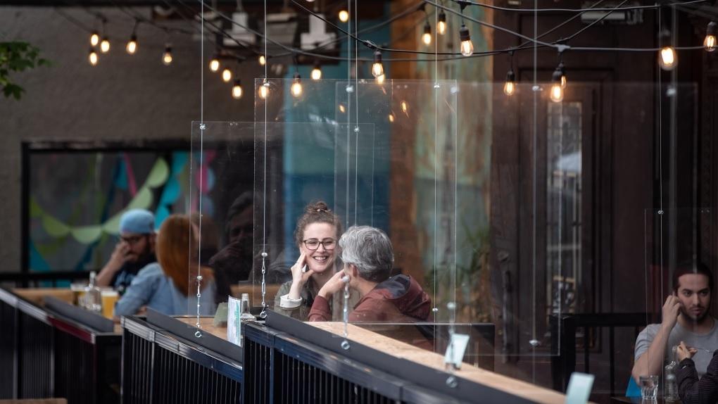 كولومبيا البريطانية توسع الغرامات لتشمل قيود جديدة على الحانات والنوادى والمطاعم