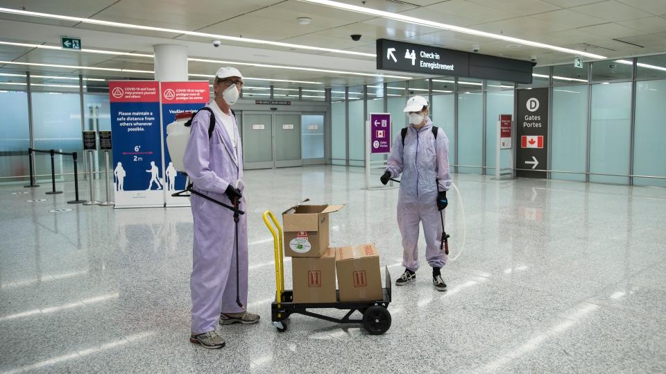 ما يقرب من 1000 رحلة طيران فى كندا كان بها ركاب مصابين بـ COVID-19 على متن الطائرة 1
