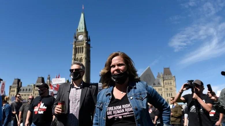 مظاهرة بعد حظر الأسلحة فى كندا