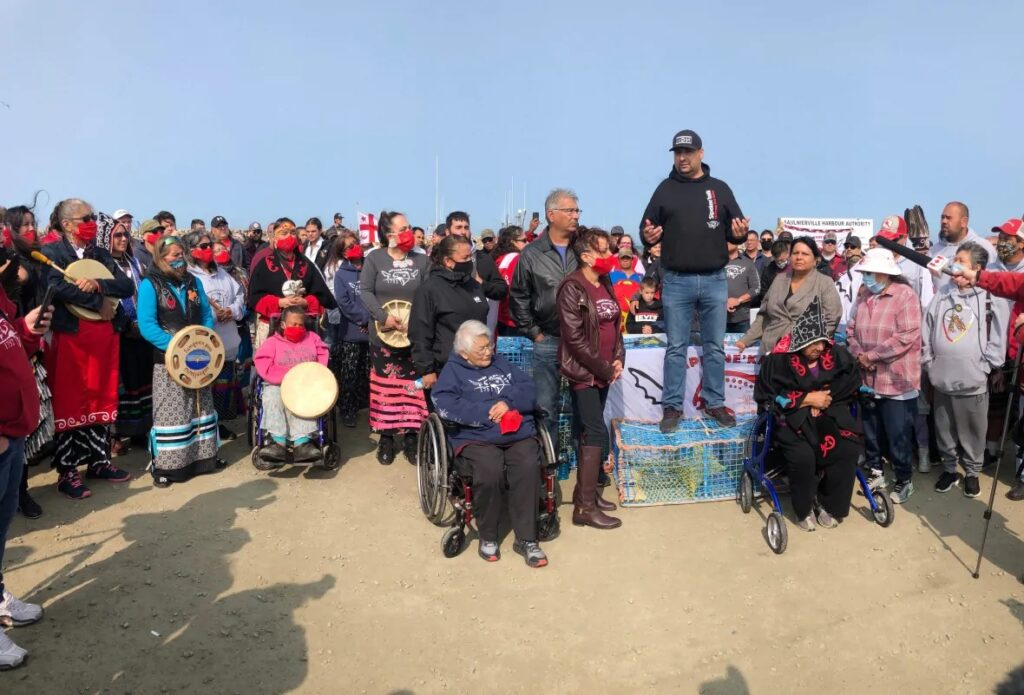 نزاع بين الصيادين الأصليين و التجاريين فى مقاطعة نوفا سكوشا