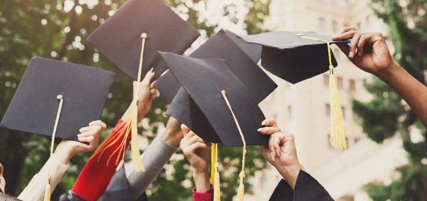 إعادة فتح الجامعات و المدارس الكندية للطلاب الدوليين