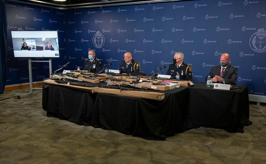 إلقاء القبض على عصابة فى أونتاريو مكونة من 114 شخص و توجيه 800 تهمة إليهم