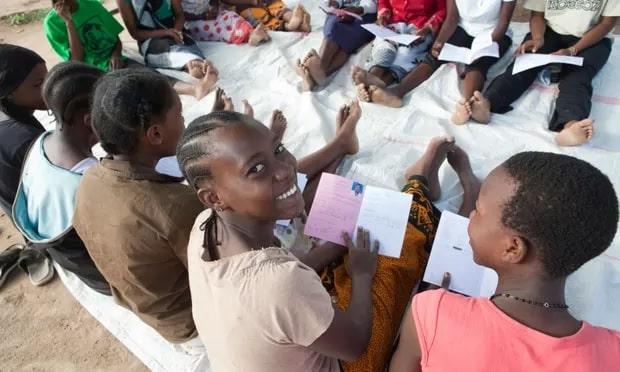 تقرير جديد يؤكد أن تعليم الفتيات يقلل الفقر