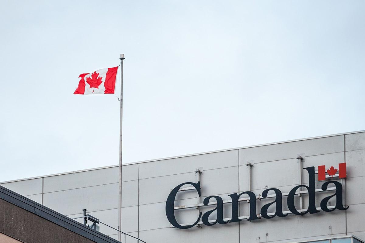 تمد كندا المعالجة عبر الإنترنت للتأشيرات المؤقتة و eTAs وتضيف الإعفاءات