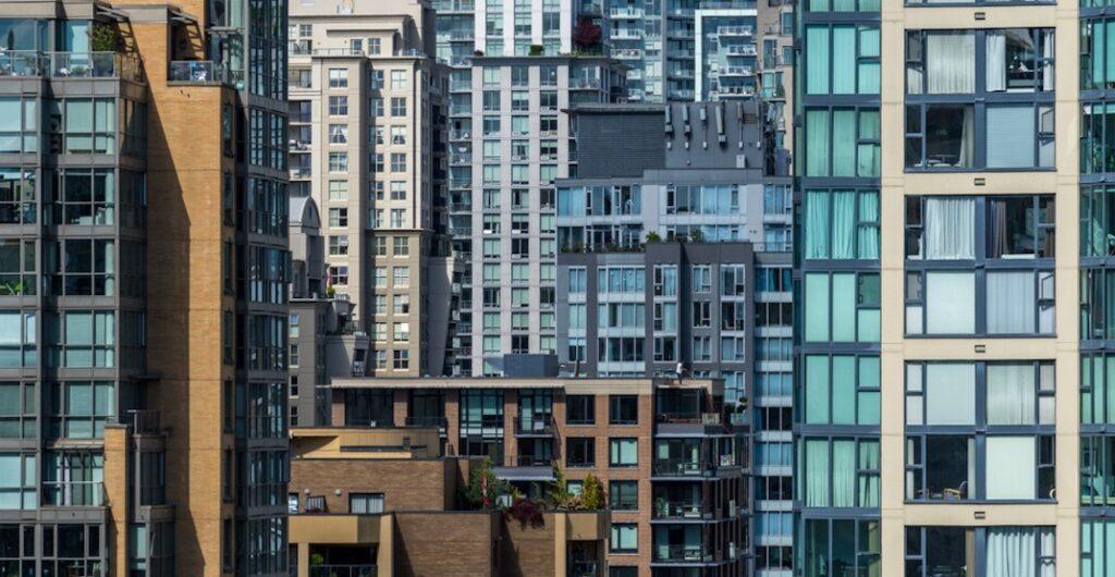 سوق الإسكان في فانكوفر يتباطأ و أسعار الشقق في ركود
