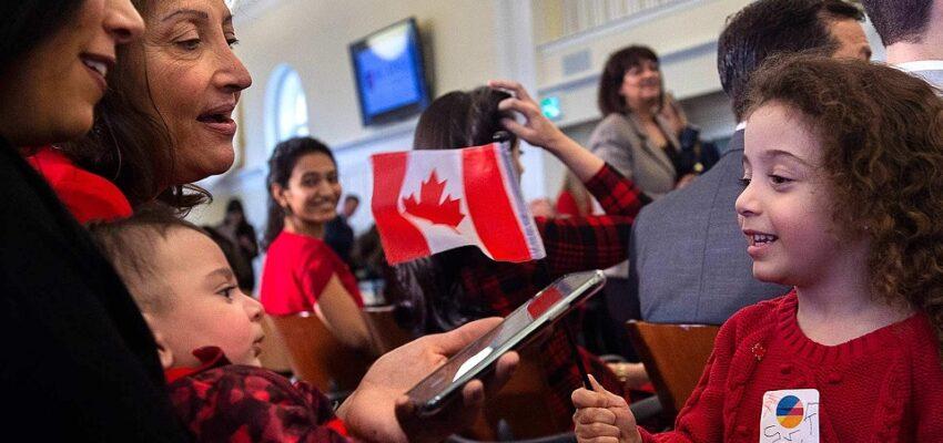 تقترح كندا تمكين المقيمين المؤقتين من أن يصبحوا مواطنين