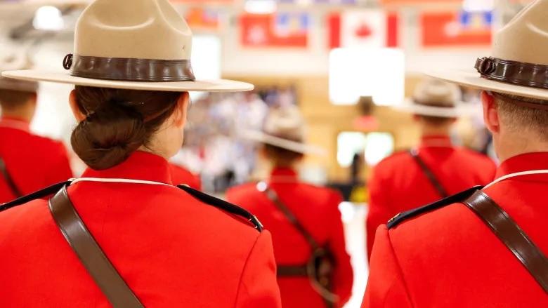 تقرير لاذع يصف ثقافة شرطة الخيالة الكندية الملكية بالسامة فى التعامل مع النساء