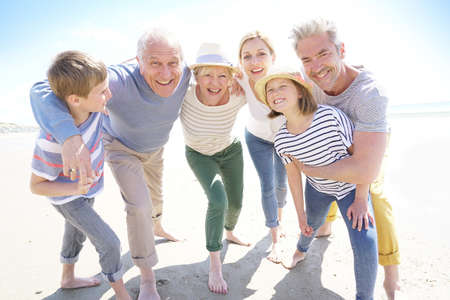ستنظم كندا قرعة هجرة لبرنامج رعاية الآباء والأجداد مرة أخرى فى 2021
