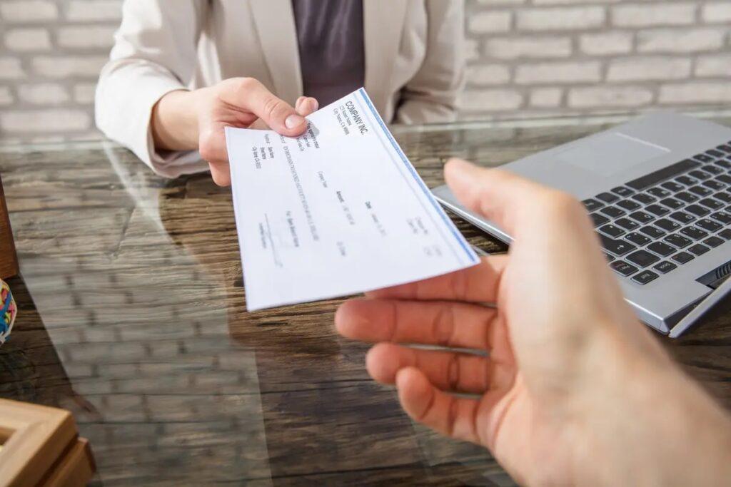 كيبيك تحدث متطلبات الرواتب لتوظيف العمال الأجانب المؤقتين