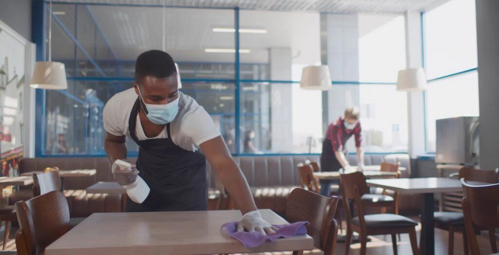 ماذا تعنى قيود كوفيد-19 الجديدة فى كولومبيا البريطانية لتناول الطعام فى المطاعم