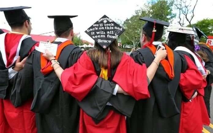 أداء الطلاب الدوليين فى المؤسسات الكندية