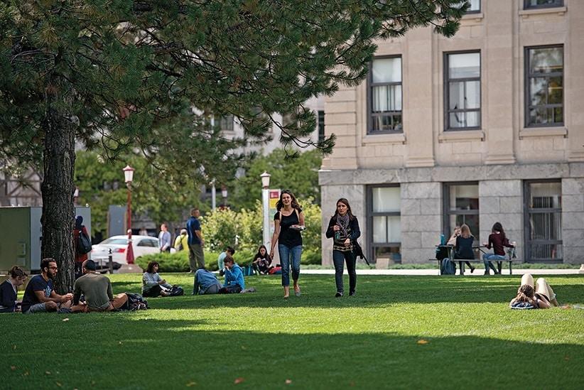 أداة رقمية جديدة تساعد الطلاب الكنديين فى الميزانية