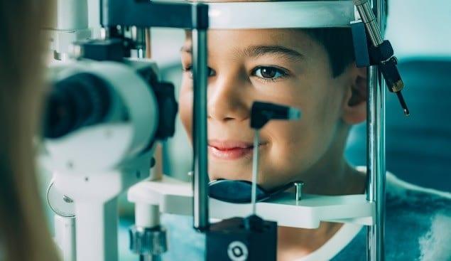 الأطباء فى كندا يحذرون من الألعاب وإصابات العين