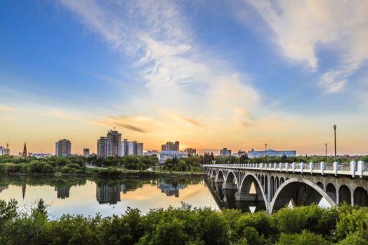 برنامج PNP فى ساسكاتشوان يمنح نقاط إضافية لإتقان اللغتين الإنجليزية والفرنسية